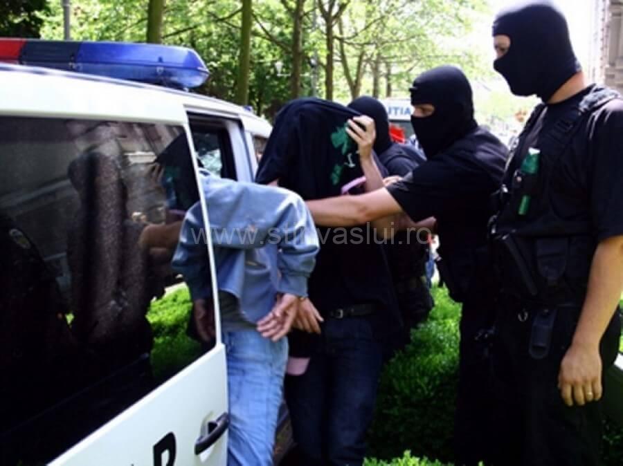 Escroci din Roșiești, arestați. Prejudiciu de 500.000 de lei