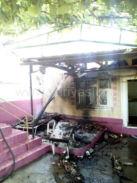 Casă din Văleni, distrusă de flăcări
