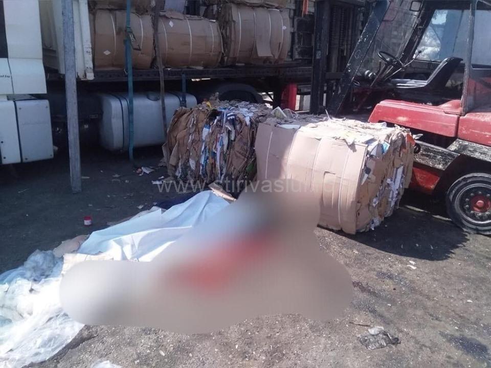 Bărbat găsit mort în curtea unei societăți comerciale din Vaslui