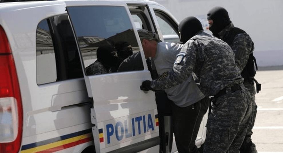 Reținuți pentru lovire, tulburarea ordinii și liniștii publice și amenințare