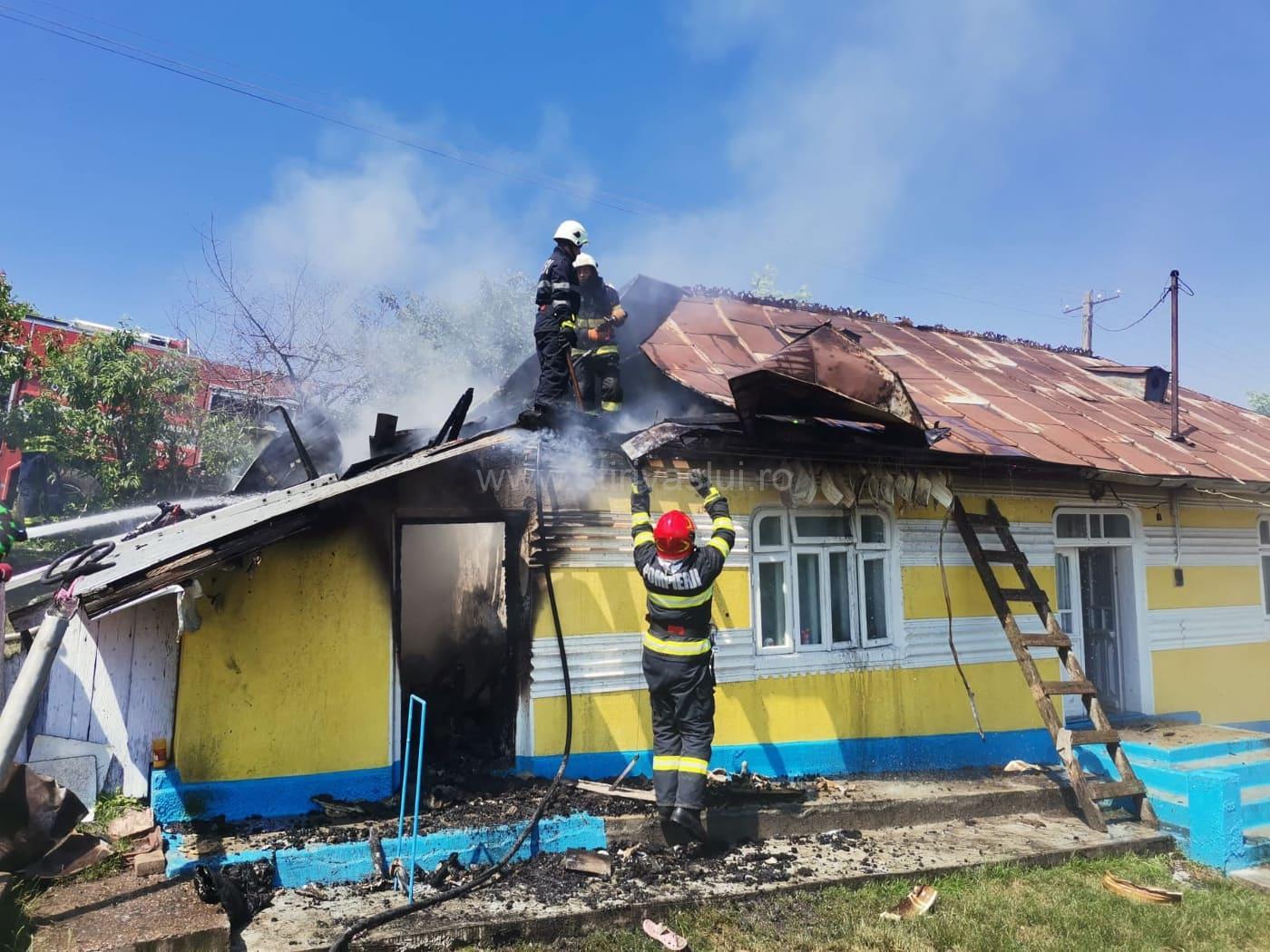 Incendiu la o gospodărie din Stănilești
