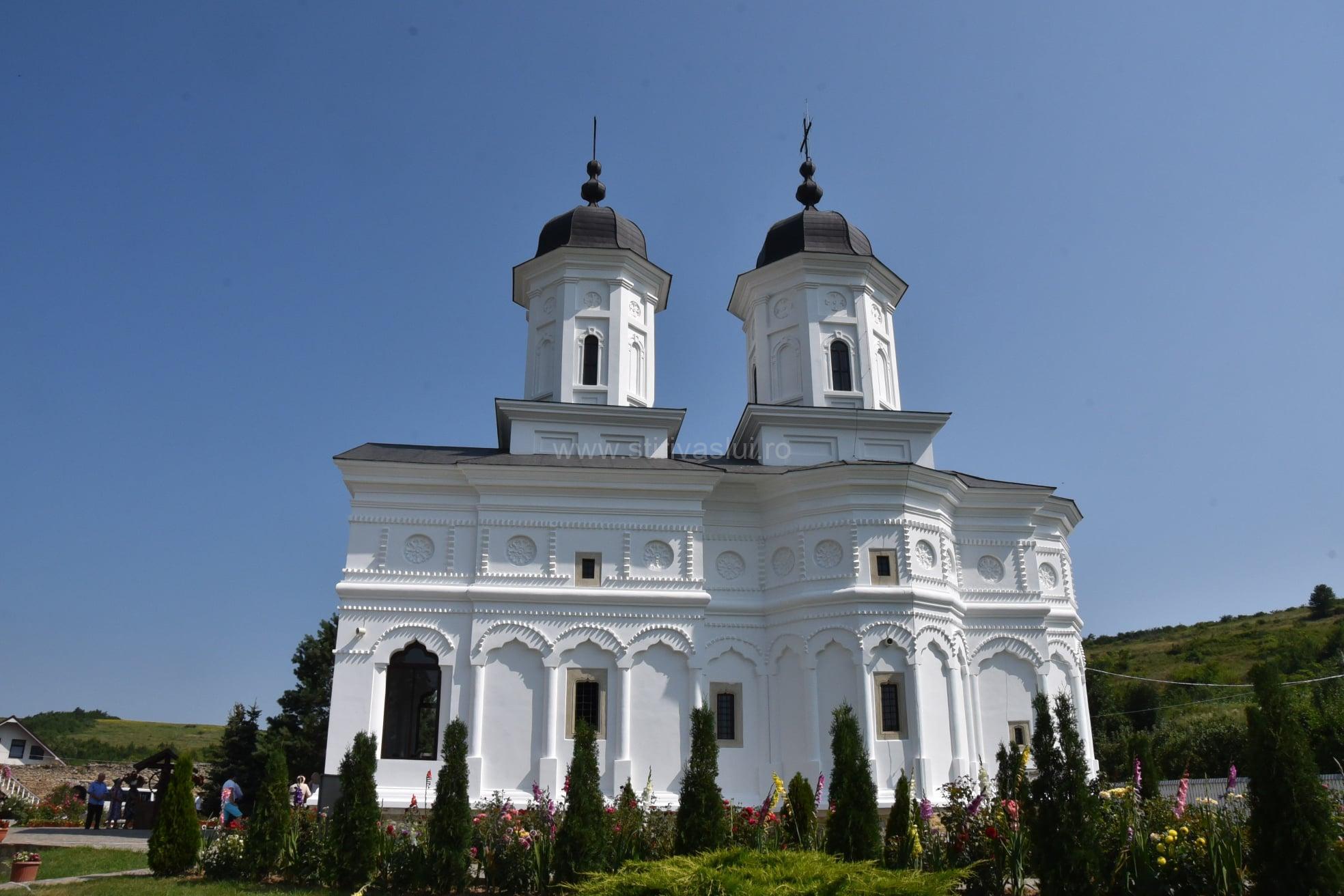 Mare sărbătoare la Fâstâci, la 300 de ani de la construirea bisericii 3