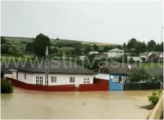Zeci de gospodării din Todirești și Băcești, inundate