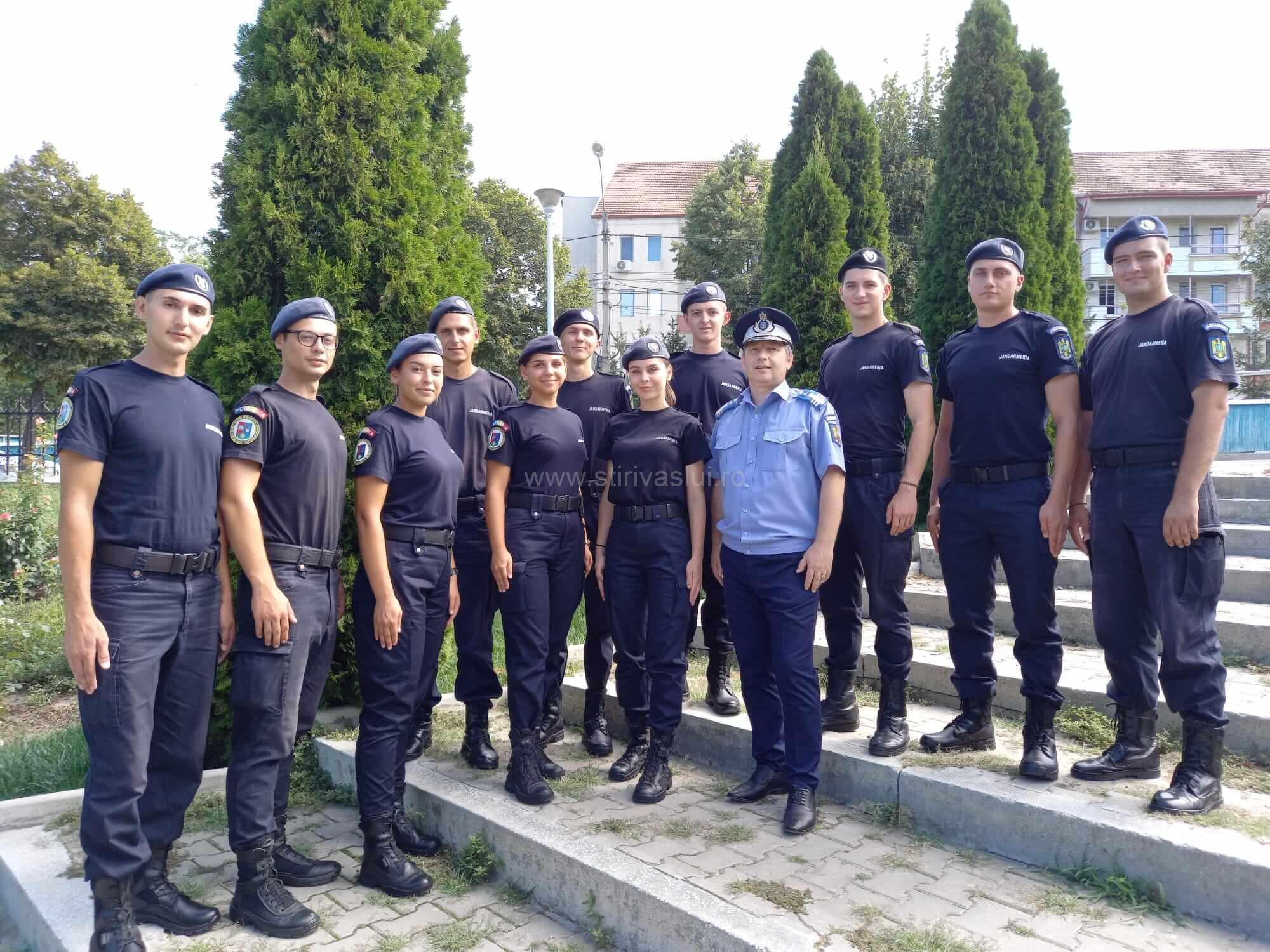 Elevi ai școlii militare în practică la Jandarmeria Vaslui