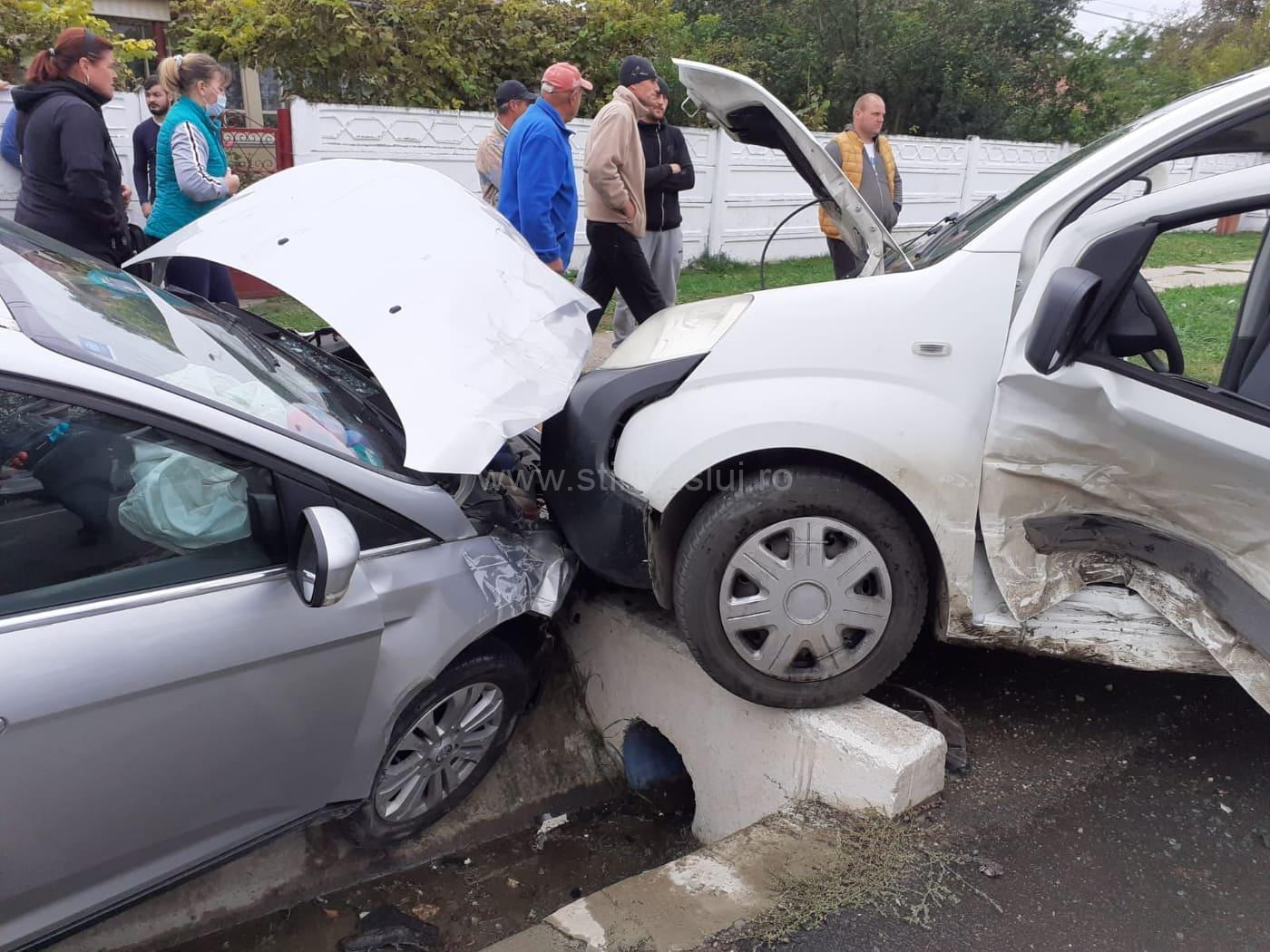 Accident rutier la Solești. Patru persoane rănite și două autoturisme avariate