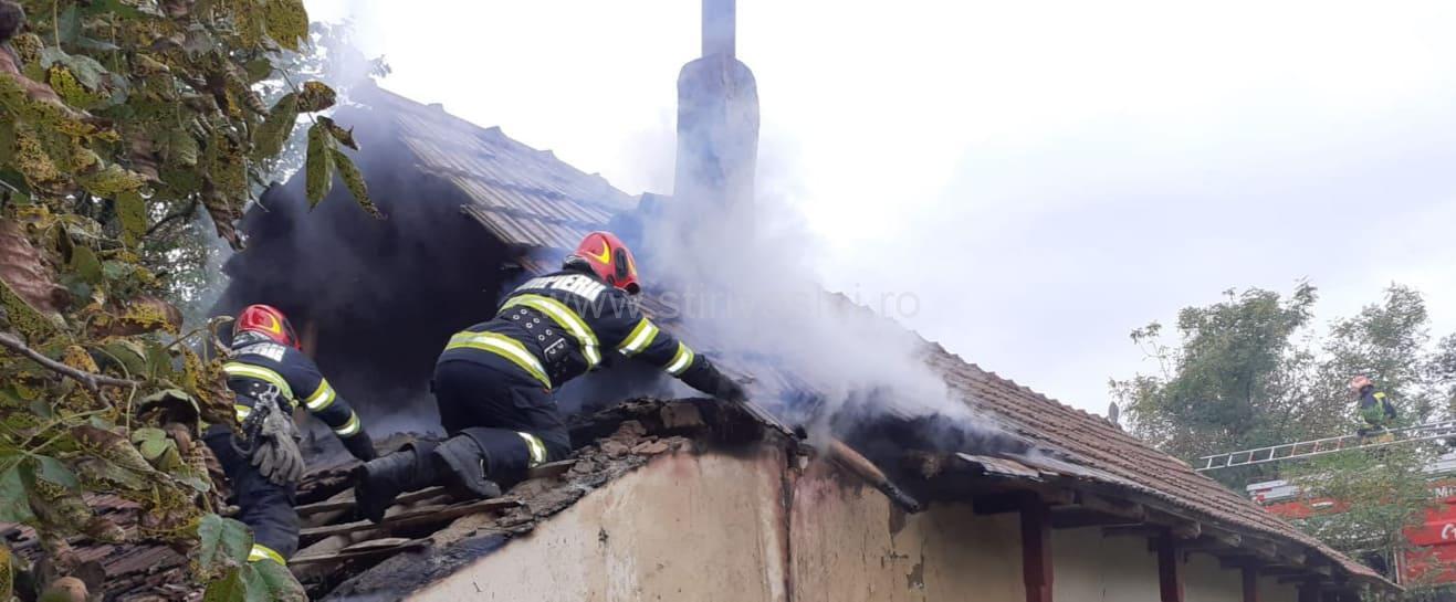 Bucătărie devară distrusă de flăcări la Oșești