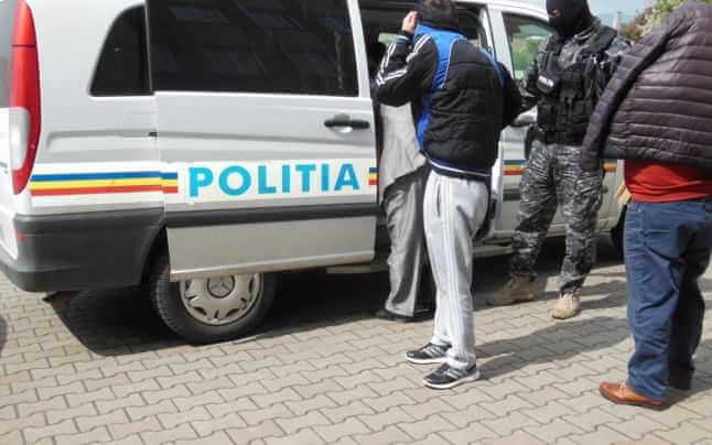 Tineri din Vaslui, Huși și Iași, reținuți pentru trafic de droguri