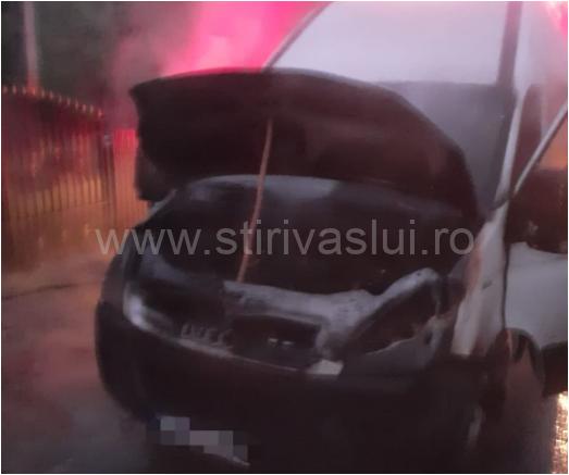 Incendiu într-un microbuz aflat în comuna Lipovăț